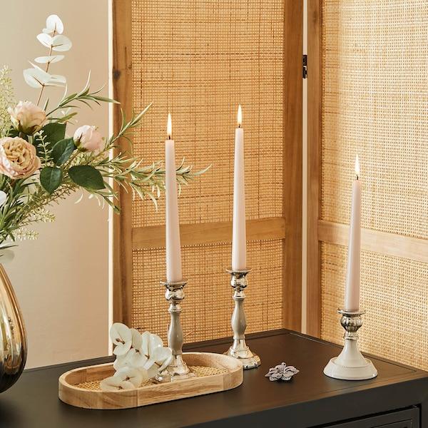 Dezentes Kerzen-Arrangement